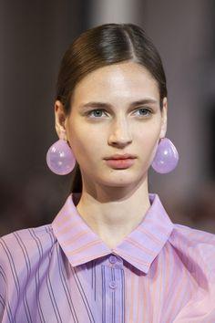 Apr 2020 - Nina Ricci at Paris Fashion Week Spring 2020 - Details Runway Photos 2020 Fashion Trends, Fashion Week, Fashion 2020, Fashion Show, Paris Fashion, Fashion Group, Spring Fashion, Fashion Outfits, Women Accessories