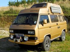 If you're looking for a vehicle to take you on a serious expedition, this is the Westy for you. This Gold Vanagon Syncro is ready for any expedition you ca Volkswagen Bus, Vw T3 Camper, Pop Top Camper, Off Road Camper, Vw T3 Westfalia, Vw T3 Doka, T3 Vw, Transporter T3, Volkswagen Transporter