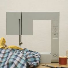 Richard Burrow : Foldable Sewing Machine