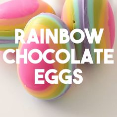 Rainbow Chocolate Easter Eggs Add some colour to your Easter table this year! Candy Recipes, Sweet Recipes, Dessert Recipes, Kid Desserts, Delicious Desserts, Yummy Food, Rainbow Food, Rainbow Snacks, Rainbow Desserts