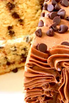 Flavors you love in an easy to make cake!  #chocolatechipcake #chocolatecupcakes #chocolatecupcake #chocolatechipcakes #chocolatechipcakepops #chocolatecupcakeday #chocolatechipcakecookies #chocolatechipcakebattercookies #chocolatechipcakepop #chocolatecupcakes🍫 #chocolatechipcake🍰🍫 Cake Batter Cookies, Brownie Batter, Chip Cookies, Easy Recipes, Easy Meals, Cooking Recipes, Healthy Recipes, Chocolate Chip Cookie Cake, Chocolate Cupcakes