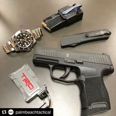 Edc Tactical, Tactical Knives, Hand Cannon, Weapon Storage, Everyday Carry Gear, Types Of Knives, Edc Knife, Edc Gear, Guns And Ammo