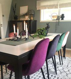 En dempet og sval mintaktig tone Teal, Dining Table, Furniture, Home Decor, Decoration Home, Room Decor, Dinner Table, Home Furnishings, Dining Room Table