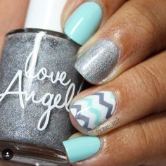 Simple and adorable chevron mani by the wonderful @tachas_nails! - Medium Chevron Nail Vinyls  snailvinyls.com