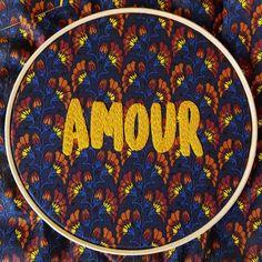 Seul l''amour nessa semana que está começando!! 💛😍 #amour #mondaymood #soamor ***quadrinho disponível!!*** 😘  #Creative #instaartist #crudistore #craft #handmade #embroidery #crossstitch #sew #art #cute #pretty #designs #artwork #funny #bordado #feitoamao #handembroidery #brasil #bordadoamao #bordadolivre #artesanal #lamour #amor #love