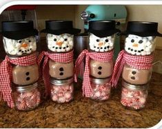 Make Christmas presents yourself – craft ideas for Christmas - Diy Christmas Gifts Mason Jar Christmas Gifts, Diy Christmas Presents, Homemade Christmas Gifts, Christmas Fun, Christmas Decorations, Handmade Christmas, Christmas Recipes, Christmas Gift Ideas, Christmas Candy Bar