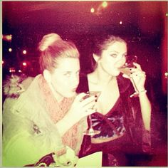 3 dec 2013 https://instagram.com/p/haXPnEujOb/?taken-by=selenagomez