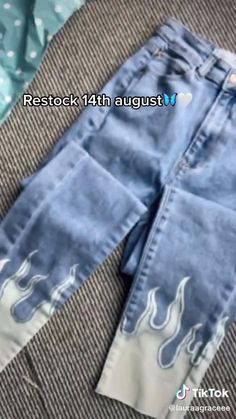 Indie Outfits, Teen Fashion Outfits, Retro Outfits, Cute Casual Outfits, Diy Fashion Hacks, Bleached Jeans, Painted Clothes, Clothing Hacks, Mode Vintage
