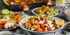 Trenger du inspirasjon til koldtbord? Her får du våre aller beste salater, kyllinglår, ovnsbakt torsk og scampi i hvitløksaus. Couscous, Bruschetta, Scampi, Granola, Cobb Salad, Side Dishes, Food And Drink, Chicken, Healthy