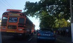 Tráfico en la 25 cerca del Hospital Rosales vía @DanielMendezMkt