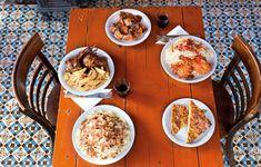 Αποδράσεις από την πολύβουη Αθήνα, δίπλα στη φύση; Ιδού μερικές διευθύνσεις για φαγητό σε δημοφιλείς προορισμούς. Curry, Eat, Ethnic Recipes, Greece, Food, Drink, Places, Travel, Greece Country