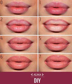[DIY ALMA] Para lograr un efecto único en tus labios necesitas humectarlos con brillo, luego delinearlos, aplicar corrector desde el centro, aplicar el labial y sellar con más brillo.  Encuentra los mejores labiales aquí --> www.almashopping.com