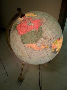 Bola del mundo con luz, años 60 | La tienda de Etxekodeco http://etxekodecoshop.es/catalogo/bola-del-mundo-con-luz-anos-60/