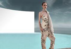 Ispirazioni orientali, colori caldi che richiamano la natura caratterizzano la collezione Siste's per la primavera-estate 2015. http://www.stilemagazine.it/sistes-collezione-primavera-estate-2015/