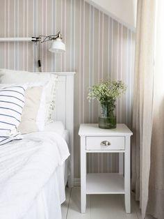 Sängbord, Mio. Sänglampa, Ikea.