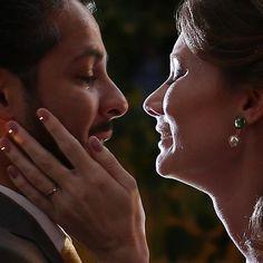 """De agorinha:  O beijo depois do """"sim""""  Josiane e Alfredo  http://ift.tt/1O9LVe0  #wedding #weddingphotography #weddingphotographer #casamento #bride #canon #felicidade #clauamorim #claudiaamorim  #portrait #retrato #instawedding #photooftheday #happiness #vestidodenoiva #fotodecasamento #fotografodecasamento #love #vestidadebranco #lapisdenoiva #yeswedding #bridetobride #bride2bride #noivinhasdegoiania"""