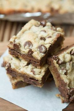 Mudslide brownies are blondies filled with a layer of milk chocolate! ohsweetbasil.com via @ohsweetbasil