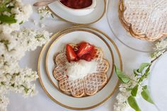 Brussels Waffles with Lilac Ice Cream   Brüsseler Waffeln mit Fliedereis - Get the Recipe on my blog. http://www.moodforstyle.de/food-brussels-waffles-and-lilac-ice-cream/