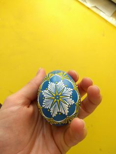 Eastern Eggs, Paint Drop, Easter Egg Designs, Painted Ornaments, Egg Decorating, Dot Painting, Line Design, Christmas Art, Diy And Crafts