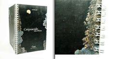 Reliure métallique blanche sur format A6. Couverture en carte couché 260 gr. #doubleloopwire #reliure Cover, Art, Products, Art Background, Kunst, Performing Arts, Art Education Resources, Artworks
