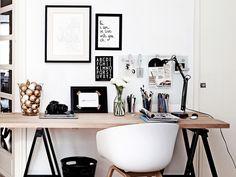 Järjestä työpiste, niin mielikin selkiytyy Farmhouse Office, Modern Farmhouse, Office Desk, Home Office, Nordic Living, Business Inspiration, Scandinavian Modern, Nooks, Sweet Home