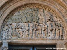 20. La puerta de Platerías es arquitectónica y escultóricamente un verdadero caos. No solo concurre en ella el hecho de acumular obras que adornaban la desaparecida puerta norte o Francígena o los relieves elaborados para enriquecer la nunca realizada portada oeste con los magníficos mármoles de la Transfigura Romanesque, Greek, Lion Sculpture, Statue, Painting, Romanesque Art, Figurative Art, Sculptures, Windows