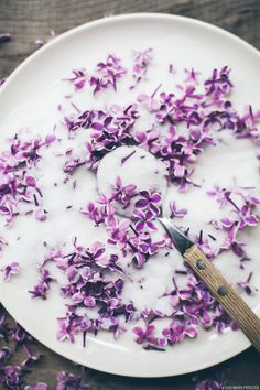 Homemade, DIY & Natural Beauty | DIY lilac sugar body scrub #diy #sugarscrub #beauty