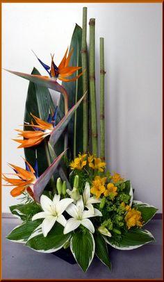 Arrangement Floral Ikebana, Arrangements Ikebana, Funeral Floral Arrangements, Contemporary Flower Arrangements, Tropical Flower Arrangements, Creative Flower Arrangements, Church Flower Arrangements, Beautiful Flower Arrangements, Unique Flowers