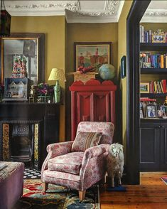 Carrie Bradshaw Apartment, Palmer House, Painted Cupboards, London House, Love Your Home, Moving House, White Walls, Bunt, Living Spaces