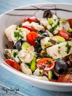 Insalata di baccalà freddo con pomodorini olive nere e capperi Fish Recipes, Salad Recipes, Tuna Fish Salad, A Food, Food And Drink, Crudite, Cold Dishes, Vegetarian Recipes, Healthy Recipes