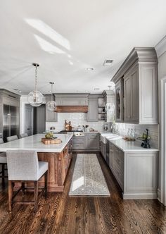 Farmhouse kitchen interior spaces grey kitchen designs, kitchen remodel и f Diy Kitchen Remodel, Home Decor Kitchen, Kitchen Ideas, Eclectic Kitchen, Kitchen Interior, Apartment Kitchen, Kitchen Pantry, Coastal Interior, Long Kitchen