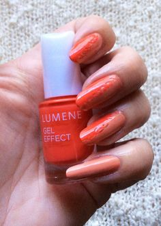 Would you have guessed that blogger Funky and fifty made these cool summer nails by using a toothpick? What a great tip for a quick and easy DIY manicure! #nailpolish #lumene