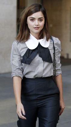 Jenna Coleman at BBC Radio 1 in London, England - 31 August 2016 Carrie Bradshaw, Jenna Coleman Style, Doctor Who, Gamine Style, Soft Gamine, Non Blondes, Clara Oswald, Celebs, Celebrities
