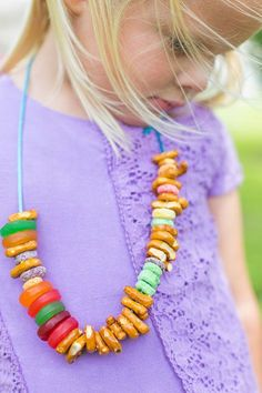 Summer Picnic Ideas for Kids - love these necklaces made from candy and cereal!