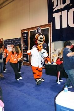 Paws gettin' down at 97.1 SportsFest