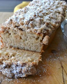 Cinnamon Crumb Banana Bread Used raw buttermilk and salted butter. This Cinnamon Crumb Banana Bread is the perfect combination of moist banana bread and a crumbly coffee cake topping. It is a crowd pleaser! Just Desserts, Delicious Desserts, Yummy Food, Tasty, Healthy Desserts, Healthy Recipes, Baking Desserts, Cake Baking, Keto Recipes