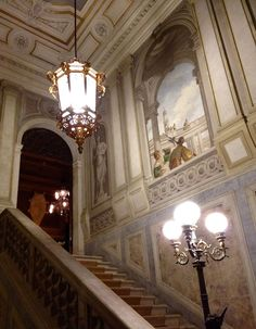 The grand staircase in Palazzo Papadopoli by Guggenheim, view of the stairs. Grand Staircase, Stairs, Architectural Antiques, Reception Rooms, Michelangelo, Palazzo, Furniture Sets, Chandelier, Ceiling Lights