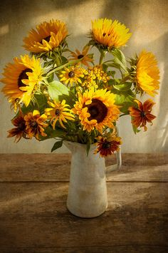 Sunflower Centerpieces, Potted Plants, Art Pictures, Poppies, Autumn, Pretty, Oil Pastels, Crafts, Painting