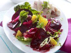Rote-Bete-Salat - farbenfroh, vielseitig, lecker! - rote-bete-salat-forelle  Rezept