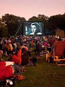 London's best outdoor cinemas An outdoor cinema for the public. The freedom of seating my be best to help suit my audience hence why I like this post. Luna Cinema, Open Cinema, Cinema Cinema, Cinemas In London, Parque Linear, Outdoor Movie Nights, Outdoor Cinema, Backyard Movie, London Life