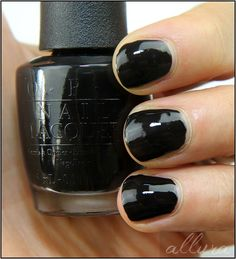 OPI-Peanuts-Collection-Halloween-Who-Are-You-Calling-Bossy-Applied