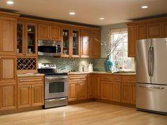 Mueble de cocina personalizado con madera color natural.