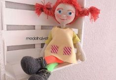 DIY Muñeca amigurumi Pipi Calzaslargas Crochet Amigurumi Free Patterns, Crochet Doll Pattern, Knitted Dolls, Crochet Dolls, My Little Pony Birthday, Doll Tutorial, Sewing Dolls, Doll Maker, Stuffed Toys Patterns