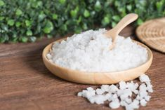 No matter what your skin type is, it is important to exfoliate the top dead layer of skin cells on a regular basis. Here is how to remove dead skin naturally Epsom Salt For Hair, Salt Hair, Epsom Salt Cleanse, Hydrating Lip Balm, How To Exfoliate Skin, Flaky Skin, Normal Skin, Skin Firming, Salt