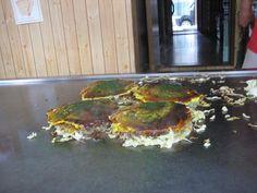 오노미치야끼(尾道焼き)는 히로시마식과 오사카식 이있는데 이것은 히로시마식이며 체험장도 있다.