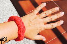 pulsera de moda a juego con el collar color coral...........