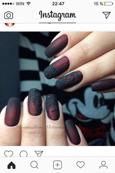 False nails have the advantage of offering a manicure worthy of the most advanced backstage and to hold longer than a simple nail polish. The problem is how to remove them without damaging your nails. Black Ombre Nails, Red Nails, Black Wedding Nails, Nail Black, Matte Black, Gorgeous Nails, Pretty Nails, Punk Nails, Nagellack Design