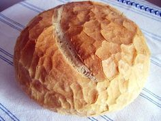 Hungarian white bread - Elvira White - Hungarian white bread On August we celebrate the foundation of the Hungarian state, and the first bread from the new harvest that is baked traditionally on this day. Hungarian Bread Recipe, Hungarian Recipes, Hungarian Desserts, Hungarian Cuisine, Hungarian Food, European Cuisine, Pastry Recipes, Bread Recipes, Great Harvest Bread