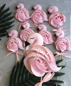 Flamingo meringue by These cupcakes are amaziing! Flamingo Cake, Flamingo Birthday, Pink Flamingos, Cake Decorating Techniques, Cake Decorating Tips, Cookie Decorating, Cupcakes Red Velvet, Pink Velvet, Pink Cake Pops