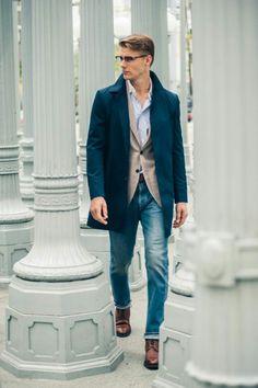ステンカラーコート×テーラードジャケット×デニムパンツ×ブーツ                                                                                                                                                                                 もっと見る